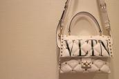 VALENTINO(ヴァレンティノ)より、キャンディスタッズ シングルハンドルバッグをお買取りさせていただきました!:画像1