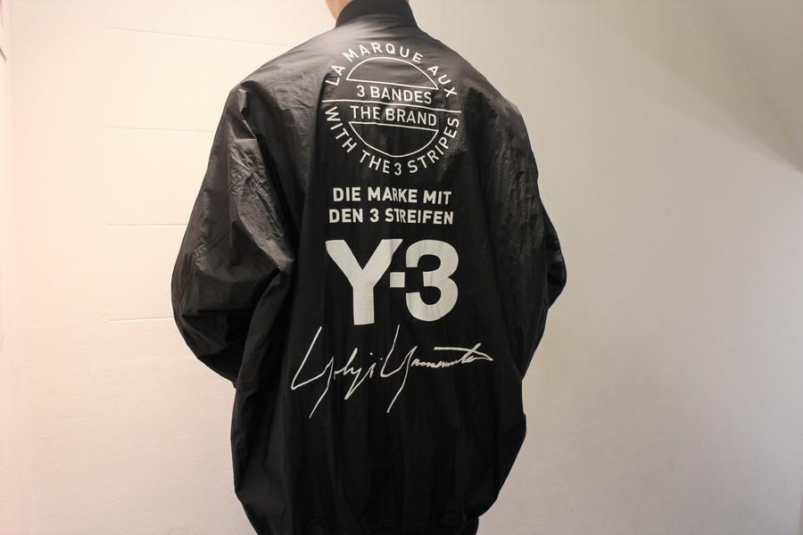 Y-3(ワイスリー)から、15周年記念リバーシブルボンバージャケットをお買取りさせていただきましした。