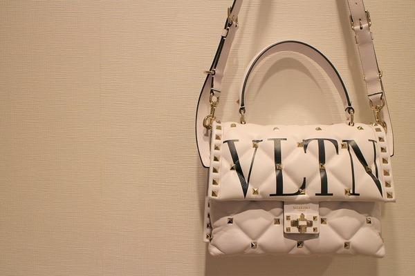 VALENTINO(ヴァレンティノ)より、キャンディスタッズ シングルハンドルバッグをお買取りさせていただきました!