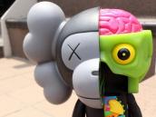 7/6 ボリューミーなトリプルネーム!KAWS x A BATHING APE × MEDICOM TOYのコラボアイテム入荷!:画像1